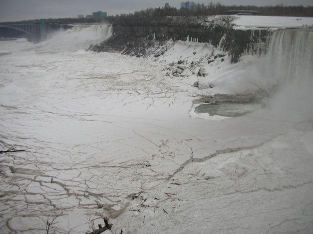 6 febbraio 2008, Cascate del Niagara, lato canadese